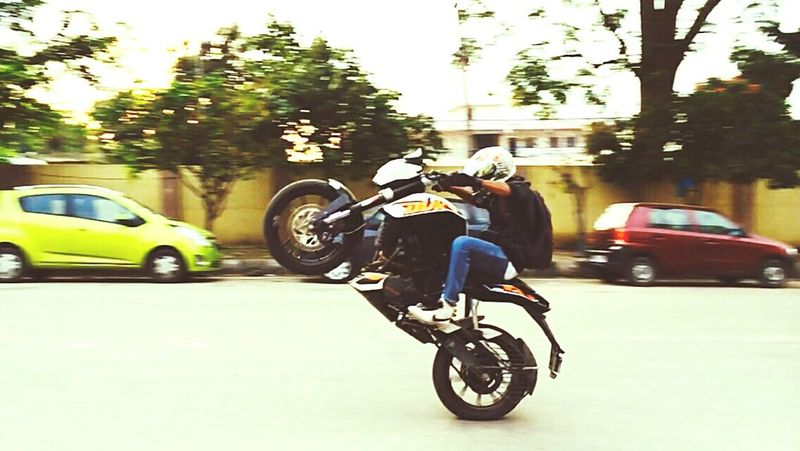 KTM Duke200 Ktm Duke 💝💝💝🎆🎆🎆 Wheelie Excitement Enjoying Life Taking Photos That's Me Madness