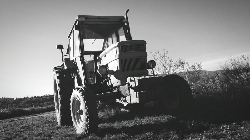 Tracteur Taking Photos Contraste Light And Shadow Ballade Noir Et Blanc Black And White Paysage Vintage Agriculture Agricultural