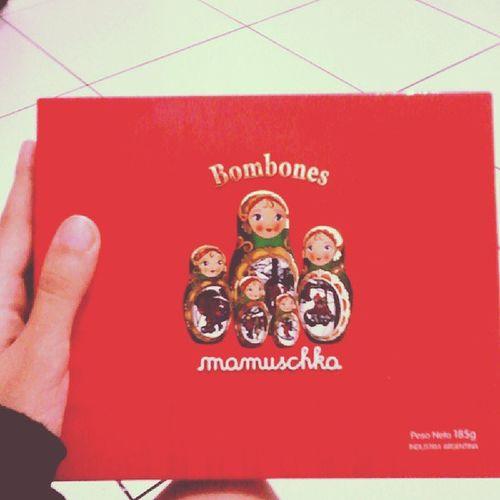 Muito deliciosos! :9 Poxa loxa, agora entendo realmente a frase: tudo que é bom dura pouco x_x Bombones· Mamuschka· Delicious· Wonderful· very good· chocolate· made in San Carlos de Bariloche· Argentina·