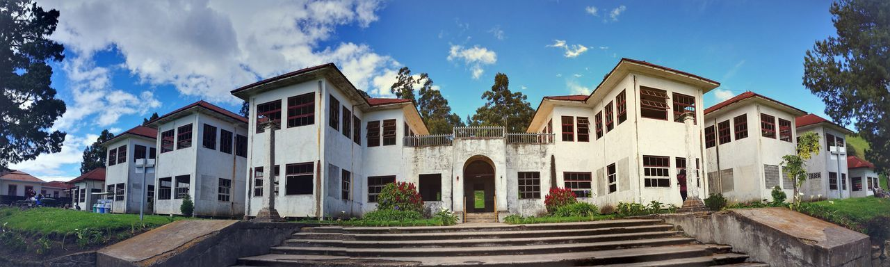 P9 Huawei Costa Rica Sanatorio Durán  Architecture Building Exterior Sky Outdoors House Cloud - Sky Front Or Back Yard Old-fashioned Built Structure Day Blue