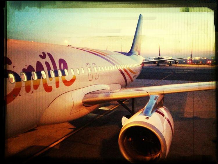 Hello Smile World: Fly Smart with THAI Smile ✈