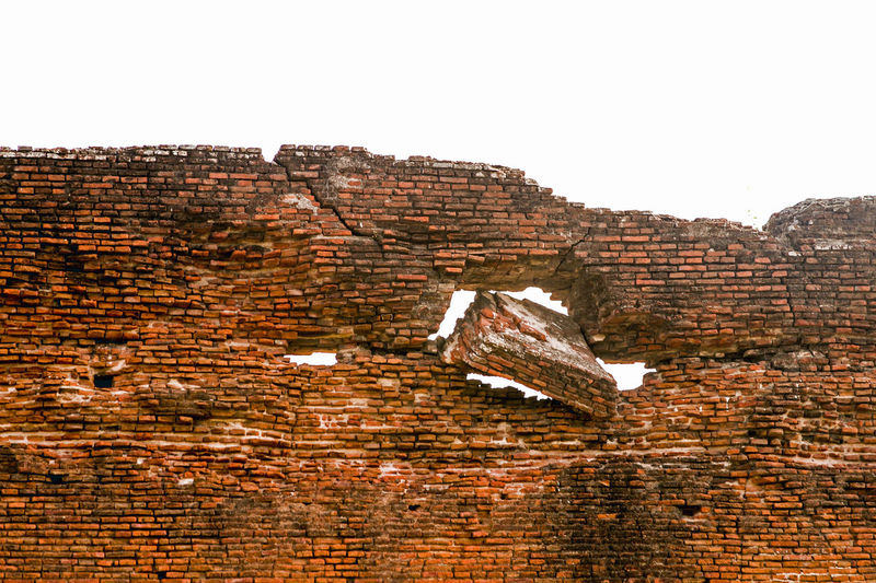 The beauty created by destruction. Balance In Destruction Balance In Nature Beauty Of Decay Beautyofdestruction Brick Wall Damaged Eroded Extreme Terrain History Through The Lens  Non-urban Scene Ruined Fort Ruined Wall Tranquil Scene First Eyeem Photo Miles Away Art Is Everywhere The Architect - 2017 EyeEm Awards