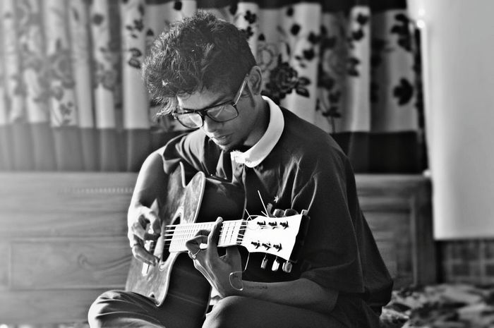 Being alone is one of the best feeling Photography Bangladesh First Eyeem Photo Naturalphotography Creativity Blackandwhite Guitar Love Guitar Alone Dark Portrait