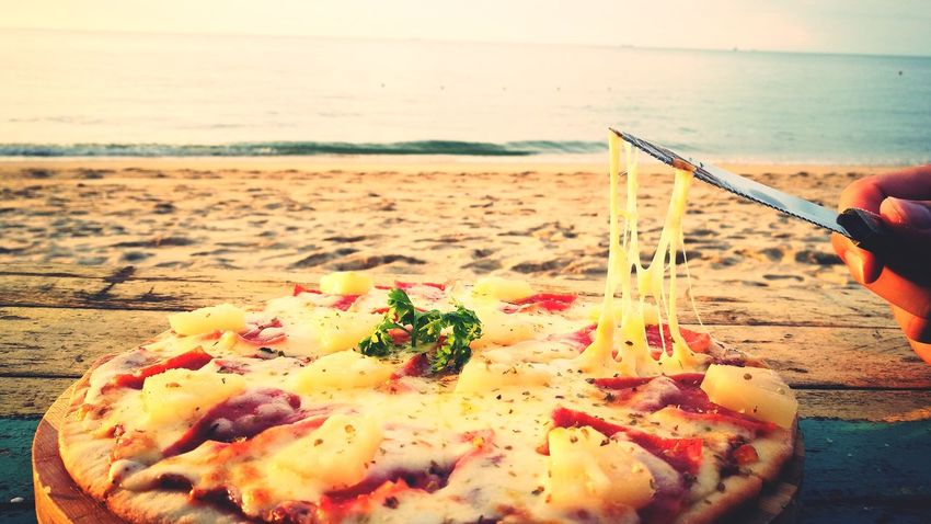 My memories❤Outdoors Beach Food Pizza🍕 With Him Memories Through My Lens Cheesy Pizza That's Life Enjoy Life While Young Crazy Moments Unforgettable Moment I Miss Him Hugging Him Was The Best Feeling! 菇per