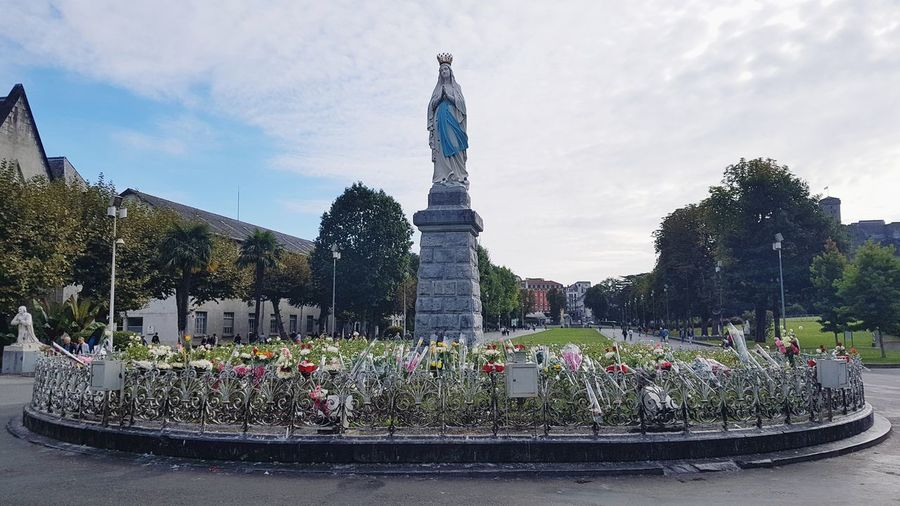 Virgen Park People Many People Calm Travel Destinations Beautiful Square Autumn Weekend By Car Virgen María Дева Мария Virgin Mary Katolik Church Basilica Lourdes France Flower Statue Architecture Sky