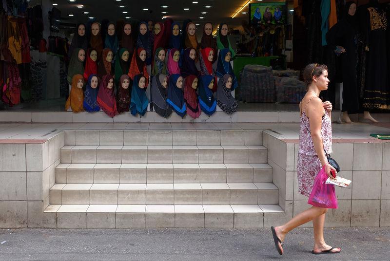 All the looking eyes. Boutiques Caucasian Celebrations Dress Eidilfitri Fashion Hijab Hijab Style Jalan TAR Kuala Lumpur Masjid India Raya Roadside Shopping Streetphotography Western