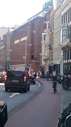 Paseando por las Calles de Amsterdam hacia la Fábrica de la Cerveza Heineken