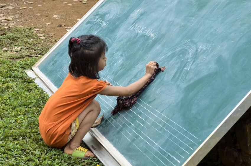 Study math Board Chalkboard Day Ethnic Minorities Mathematics One Person Outdoors Piece Of Chalk Sitting Study Write Write With Colors