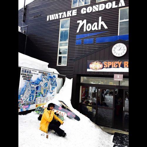 本日はお隣の岩岳スキー場。春みたいに暖かくてセカンドレイヤー脱ぎ捨てたんだぜ!白馬 岩岳