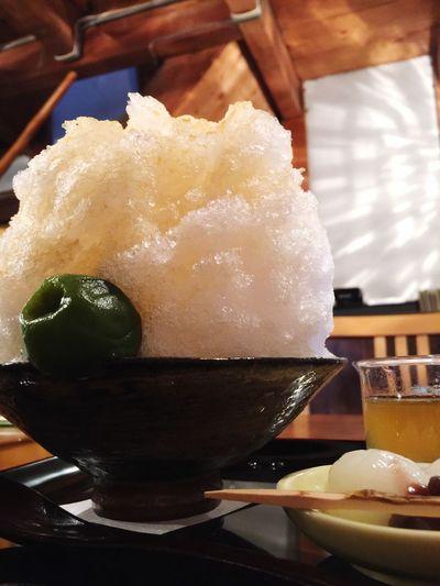 梅酒かき氷。八阪神社内のカフェ