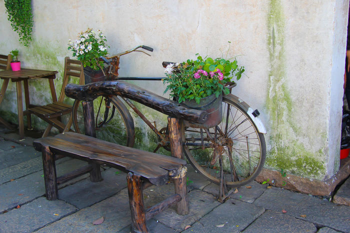 Alley Bicycle Close-up Day Flower Flower Decoration No People Outdoors Watertown Wood - Material Wuchen The Great Outdoors - 2017 EyeEm Awards Sommergefühle