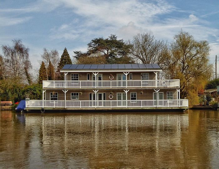 Houseboat Houseboats Houseboating River River View Riverscape River Scenes River Scene Riverscapes Riverscape With Boat Thames Thamesriver London LONDON❤ River Thames Nature Reflection Reflections Reflection_collection Reflections In The Water Water Reflections