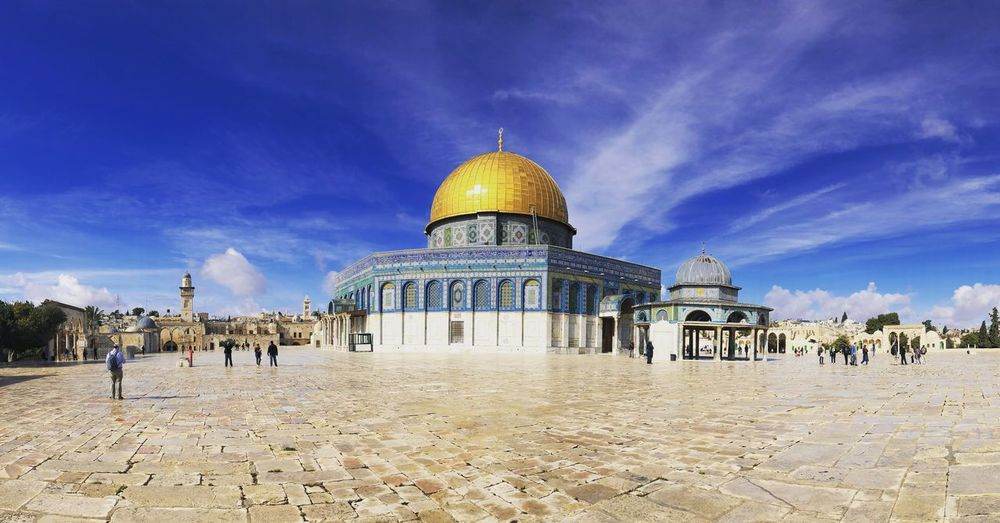 Dome Architecture Religion Built Structure Spirituality Place Of Worship Sky Building Exterior Cloud - Sky Travel Destinations History Large Group Of People Outdoors Day People Orient Jerusalem Travel Oriental Temple Templemount Domeoftherock Oldcity