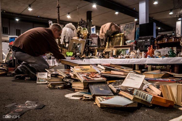 Mercat Dels Encants Barcelona Books Selective Focus Large Group Of Objects Illuminated City Life