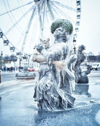 Frozen! Bonsoir Paris! Statue Sculpture EyeEm Best Shots Photooftheday Winter Paris Parisweloveyou Paris ❤ Eyem Best Shot - Architecture Travel Destinations Fountains