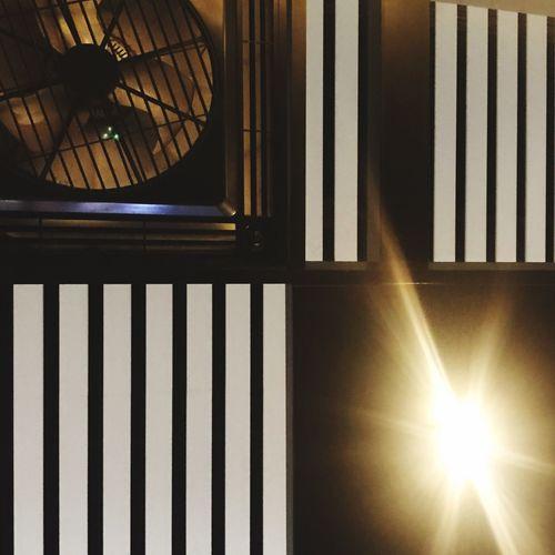 想要在火车站睡着 Sunlight Indoors  Window Home Interior No People Illuminated Day Architecture Close-up
