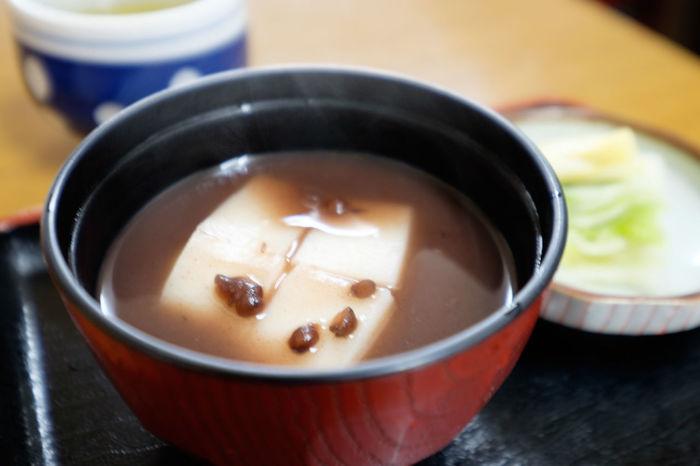 お汁粉 Bowl Food Food And Drink Food Porn Foodphotography Foodporn Fujifilm Fujifilm X-E2 Fujifilm_xseries Healthy Eating Japanese Food Meal Rice Cake Table おしるこ お汁粉 もち 紅豆湯