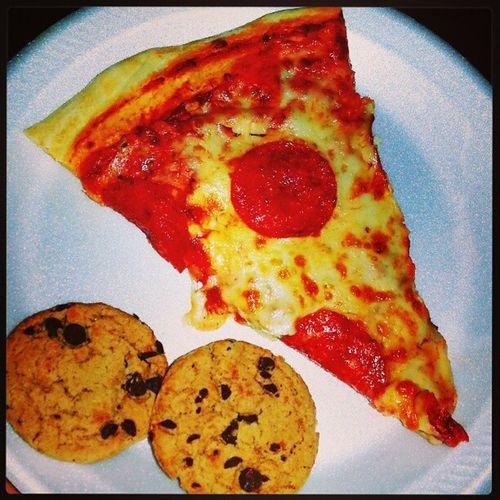 Pizza and Cookies ! Lunchtiiiiime