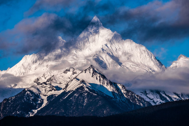 Mountain Cold Temperature Beauty In Nature Scenics - Nature Winter Snow Sky Cloud - Sky Mountain Range Snowcapped Mountain Tranquil Scene Environment Mountain Peak Nature Landscape Tranquility Non-urban Scene Day No People Outdoors Formation Meili DeQin Yunnan China Tibet Top High Fog Cool Cold