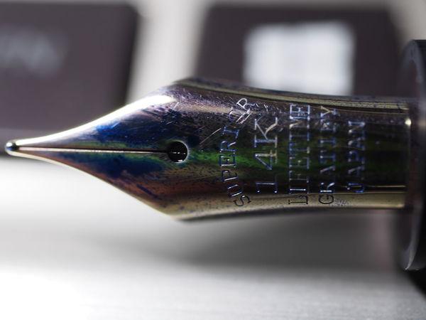 久しく使っていなかった、大西製作所の万年筆。何気なくニブを見ていたら、14Kになっていて、おや?と思って調べたら、最近はシュミット製のニブのようですね。シュミットのニブはまだ使ったことがないので違いが気になりますね。 ペン EyeEm Selects EyeEm Best Shots EyeEm Gallery 万年筆 ニブ 文房具 EyeEm Close-up Animal Themes