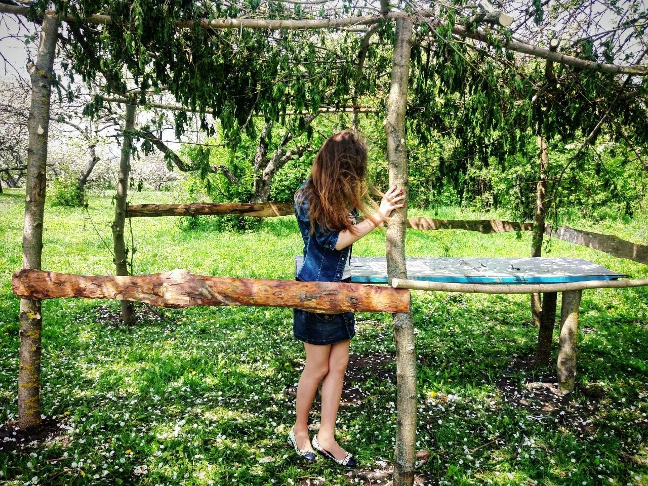 tree, full length, one person, real people, grass, day, standing, casual clothing, leisure activity, nature, outdoors, lifestyles, water, young adult, people