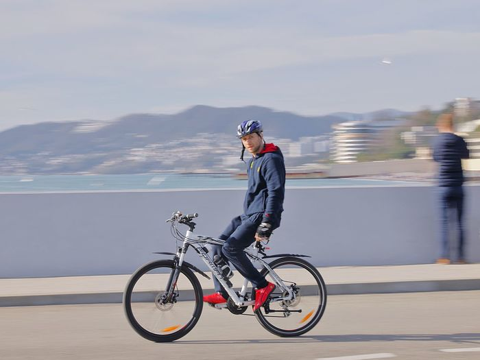 Sochi, streetphoto Street Streetphotography Street Photography Streetphoto Outdoor Photography Man Teo Wheals Headwear Cycling Helmet Full Length Sports Clothing Sport Sports Helmet Bicycle Motion Riding Cycling Racing Bicycle Pedal Adventures In The City The Street Photographer - 2018 EyeEm Awards The Traveler - 2018 EyeEm Awards A New Beginning Streetwise Photography The Art Of Street Photography The Street Photographer - 2019 EyeEm Awards