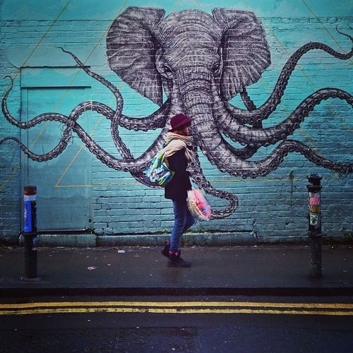 Awesome #graffiti in #Hoxton ??? #strideby #bricklane #london Graffiti London Hoxton Bricklane Strideby