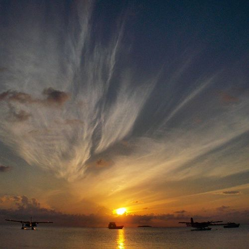 I just love moments like that♡ Sunsets Maldives Water Kuredu Planes Clouds Beautiful Sun Summer Fernweh Travellust Heat Wantobetherenow Loveit