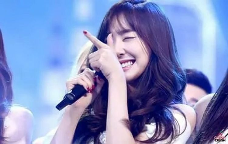 unnie you're my angle 💞💞 Xolovestephi Tiffany Hwang Stephanie Hwang Hwangmiyoung Tiffany Snsd Pink Monster Eyes Smile SNSD Girls' Generation (SNSD) Sone