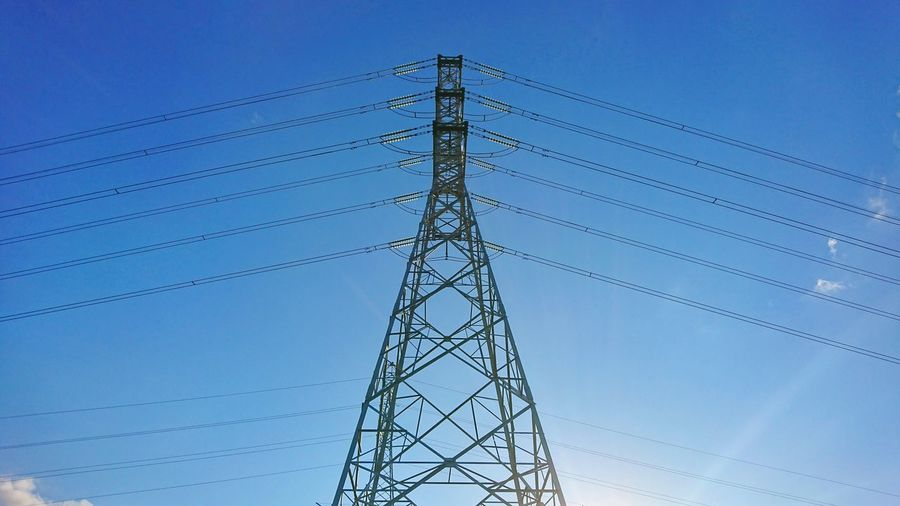 Sun Sun Shining Through Electricity Pylon Technology Steel Clear Sky Electricity  Symmetry Fuel And Power Generation Cable Girder Blue Electrical Grid Parallel Power Station Grid Power Cable Power Line  Electric Pole Power Supply Concentric Electricity Tower