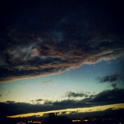 A tegnap átvonuló hidegfront felhőzete napnyugtakor Weather Coldfront Clouds Sky sky_collection skyporn skypainters nature napikep sundown sunset lights atmosphere instamood mik_felho mik instagrammers instagood webstagram gramfeed