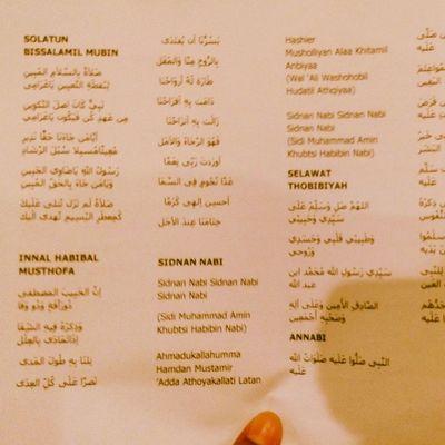 UitmPerak Berselawat JOM DATANG..... Masih tak terlambat.... ^^ Hujan bukan penghalang...Hujan tuu kan rahmat Allah...Payung boleh memayungi, kaki, tangan menjadi saksi usaha dan keringat anda ke Pusat Islam menyertai majlis agama.... :) :) :) Moga Allah Redha.... ^_^ Islam Addin almightybless