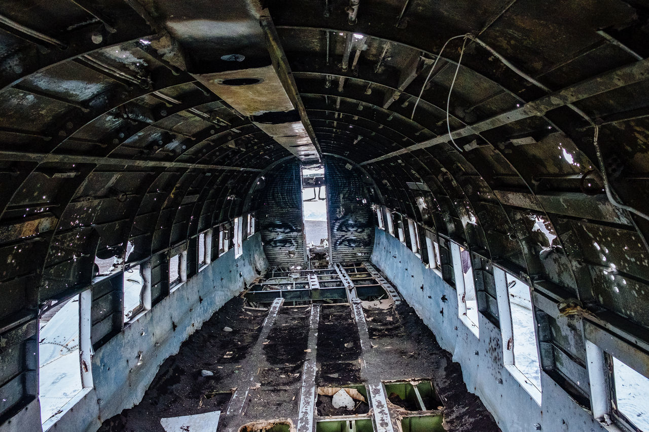 ceiling, indoors, built structure, abandoned, architecture, no people, roof, day