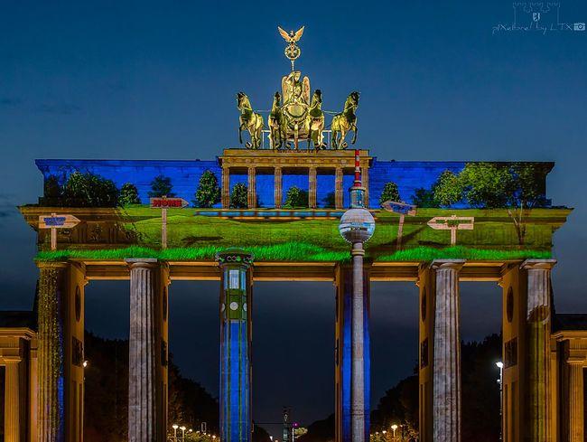 Home is where the Gate is 😉 Berlin Berliner Ansichten My Fuckin Berlin Festival Of Lights Festival Of Lights 2015 Architecture Historical Monuments Landmark Blue Hour Berlin Mitte