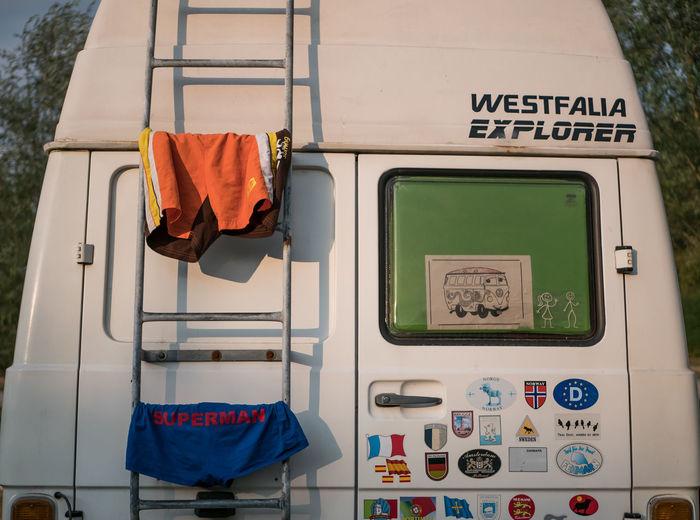 Camperlife/Wäscheleine - Nach dem Schwimmen dient das Womo hervorragend als Wäscheleine😊 Camper Campervan Camperlife The Traveler - 2018 EyeEm Awards