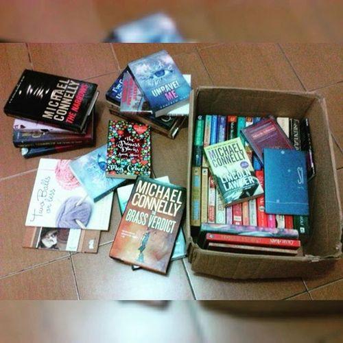 Bookfreak Problem 105: Bookshelf (Hanggang box 📦 nalang ba mga alaga 📚 ko. 😭😏👏) 😂😂😂 Bookfreak Problem 106: Paano ko to iuuwi sa probinsya? 😭😂 Hoarding at its finest. K. Bookfreak Bookwormproblem    100315    📖🐬