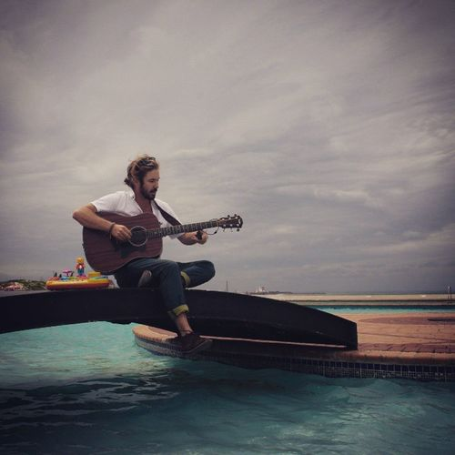 @jeremyloops in the bay, ready to give his last set before heading to the US to showcase this awesome talent SA has to offer. ProudlySouthAfrican Folkmusic Jeremyloops Dance Festive Are you ready?! Brought to you by @socialclash_za