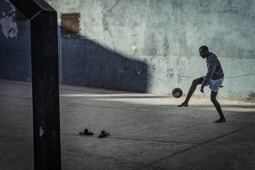 Futbol Cuba Cuba Collection Havana Havanna, Cuba Cuban Futbol Futbol Pasion Futbool Leisure Activity Outdoors People Playing Street Photographer Street Photography Streetphotography EyeEmNewHere An Eye For Travel Inner Power Inner Power Inner Power Focus On The Story Adventures In The City The Street Photographer - 2018 EyeEm Awards