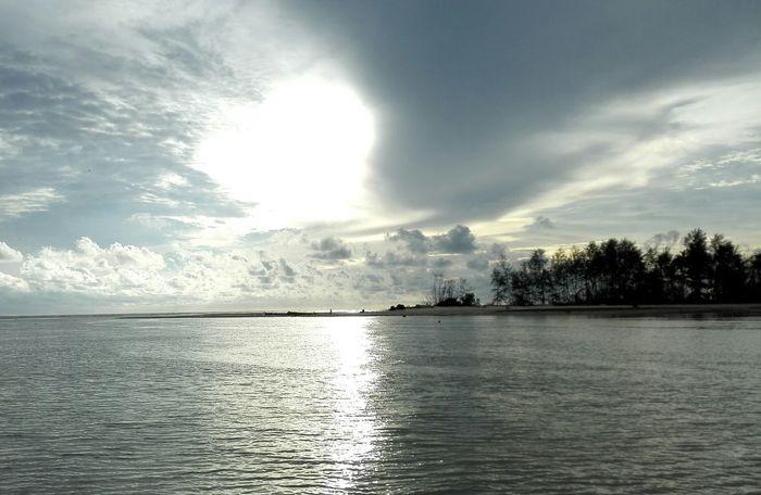 ทะเลยังแบ่งข้าง Sea Twosides Sunset