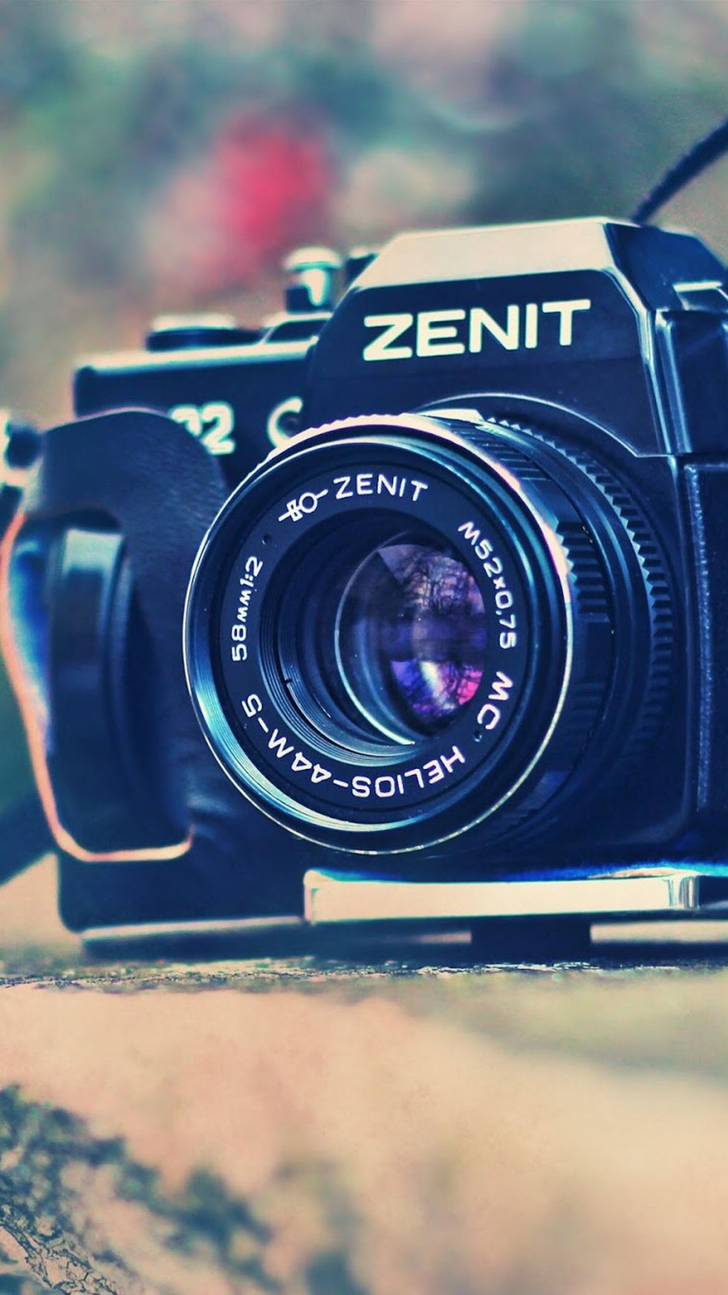 camera - photographic equipment, photography themes, digital camera, technology, close-up, focus on foreground, outdoors, camera, no people, modern, day, photographing, slr camera, digital single-lens reflex camera