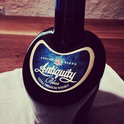 Nr. 2: Antiquity Blue Ultra Premium #Whisky aus Indien... #whiskySBH #tasteup Diageo Fettercairn Blendedwhisky Blue Antiquityblue Whisky India Goindia Antiquity Maltwhisky Malt Whiskyporn Unitedspirits Immendingen Brennerhof Tuttlingen Indien Tasteup Whiskysbh