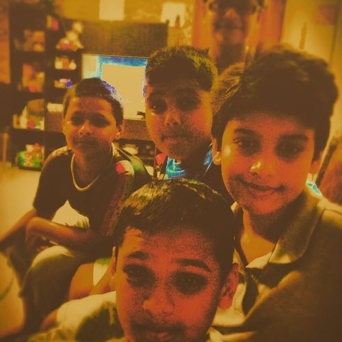 Having fun wid em' @ my house✌️...😎 Ipl Craze MIVSCSK 🍕 Dominos Foood🍕 Stayover gonna enjoy a lot.. And and ofcourse the one nd only 🎮XBOX!🎮 and tomorrow movie Bombayvelvet ... ( Mohabbat Buri Bimari🎶 )
