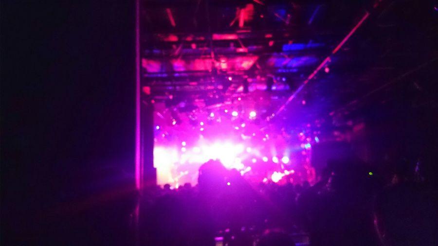 昨夜渋谷でライブ観に行ってました♪ Live Music Enjoy Music Enjoying Life Light In The Darkness Light And Shadow Pink Lights Silhouette