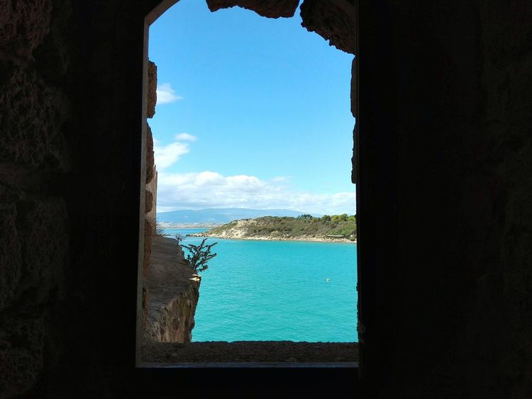 Le Castella Sky Window Travel Destinations Day Looking Through Window Architecture No People Indoors  Cityscape Sea Water My Own Photography Ruins Of A Castle Ruins Ruins Architecture Beauty In Nature Outdoors Italy 🇮🇹 Horizon Over Water Beach Calabria (Italy) Calabriadascoprire Huawei P8 Lite Built Structure Lost In The Landscape Perspectives On Nature
