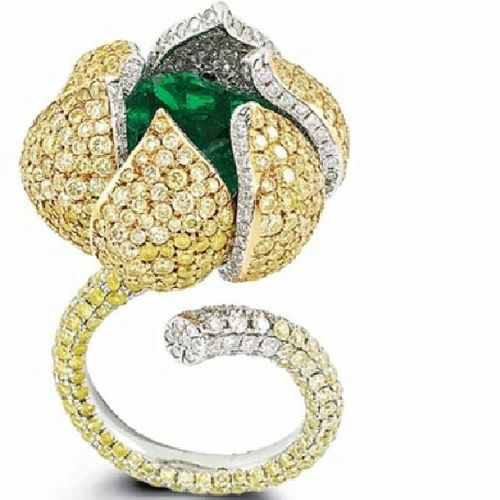 Acmaya hazir bir tomurcuk:) Diamond Yellowdiamond Emerald Zümrüt Pirlanta Renklipirlanta Jewelry Jewellery Instajewelry Ready to Bloom