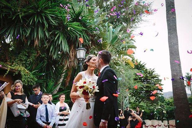Elena y Jesús Boda Reciencasados Chilches Malaga Colores Papelesdecolores Naturaleza Verde Arboles Rural Jardin Alvaroguerrero Fotografodebodas 3hvisual Weddingphotographer Wedding Bride Groom