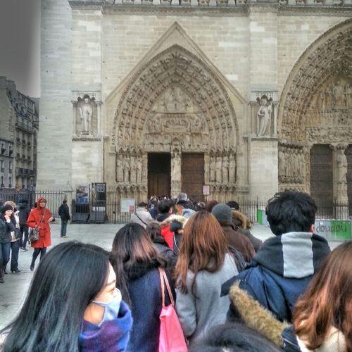Visitparis Being A Tourist People Notre Dame De Paris