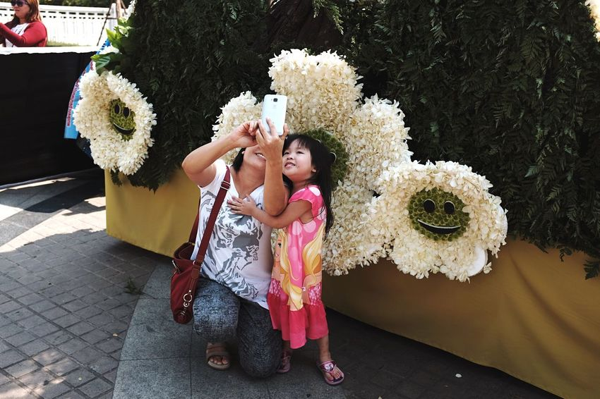 Spotted The Tourist taking a Selfie at the flower festival in Chiangmai , Thailand . EyeEm Thailand Streetphotography Tourist Tourist Attraction  FujiX100T X100t Fujifilm_xseries EyeEm Best Shots Showcase: February Women Who Inspire You Family Mother & Daughter Spotted In Thailand Telling Stories Differently This Is Family