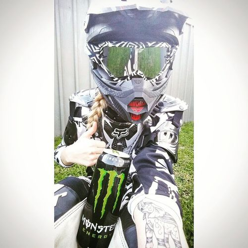 Was a good day finally getting closer to doing 12 o'clock wheelies on the XR 😊 Monsterenergy Monsterenergy TasRacing Girlbiker Gopro Rollingontwo Universalbikers Bikergirlswag Motorcycle Motorcycle_mafia Motorcycle_edits Suzuki Bikergirlsofinstagram Bikeswithoutlimits Shift_life life Twowheeldynasty Instamotogallery Mxgirlsforlife Mxgirl Xrgirls Honda Wheeliewednesday Thor  MotoGirl Mxstyle braaap saaraazh