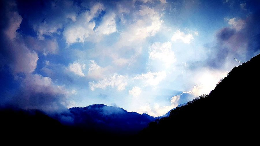Light And Shadow Light Shadow Clouds Clouds And Sky Mountains Top Of The Mountains Trip Traveling Taiwan Halfway Resting My Feet  Resting Lookingup
